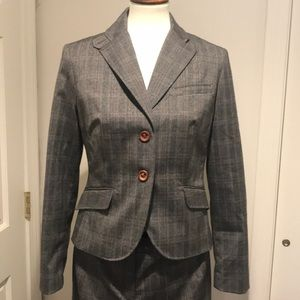 Stunning business suit, new, editor pants, size 6